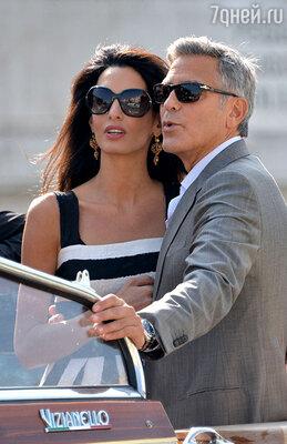 Судя по всему, Амаль намерена не оставить и камня на камне отдурацкой идеи, будто это ей крупно повезло заполучить любимца всех женщин на свете, неуловимого холостяка Клуни. А вовсе не наоборот