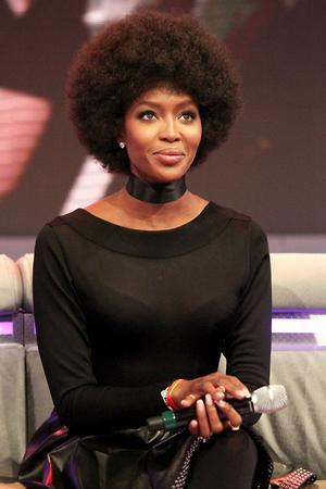 Наоми Кэмпбелл сделала прическу в стиле афро