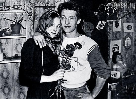 Мы с Федей отмечаем мой день рождения в общежитии Воронежского института искусств, вскоре он погиб...