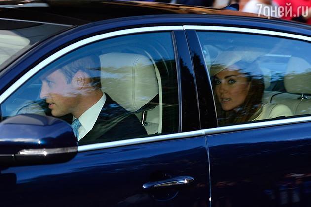 Принц уильям и Кейт Миддлтон едут на крестины своего сына принца Джорджа