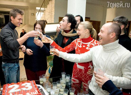 В праздничном меню значились шампанское и торт