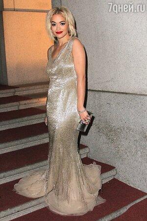 Рита Ора в платье от Donna Karan на ужине Gabrielle's Angel Foundation Hosts Angel Ball в 2013 году