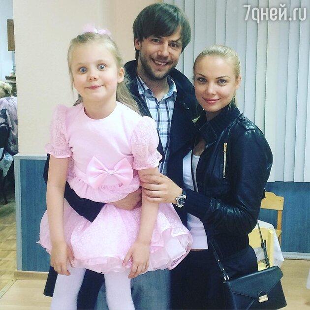Иван Жидков и Татьяна Арнтгольц с дочерью Машей
