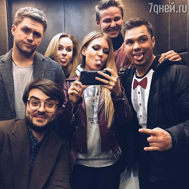 Рита Дакота и Влад Соколовский с друзьями