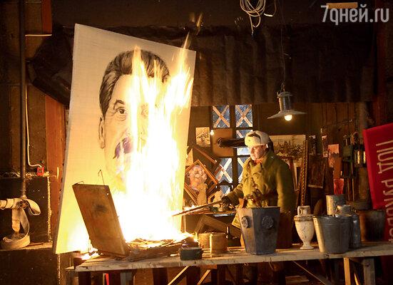 Зрители увидят на экране Москву 40-х годов. Художники-постановщики постарались воссоздать военный быт и в мелочах