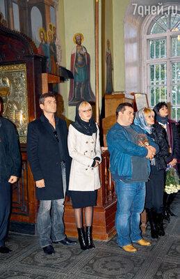 ...а также Игорь Лифанов с женой Леной и Сергей Рост с подругой Зифой