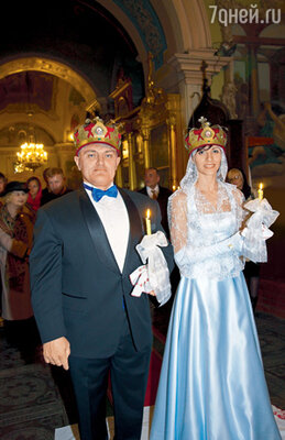 В церкви Турчинский так разволновался, чтото и дело спрашивал гостей: «Кто из вас венчался уже? Скажите, что и как надо делать!» — и успокоился, лишь когда обменялся с женой кольцами