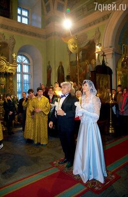 Церемония венчания состоялась недалеко от дома — в церкви Покрова Пресвятой Богородицы. Именно в этот день Владимиру исполнилось 45 лет