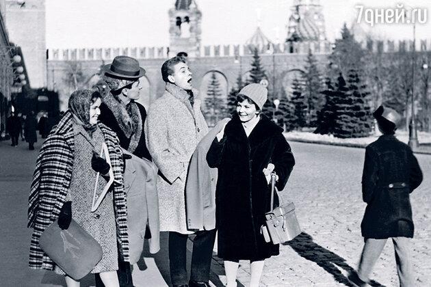 Айя Семынина (справа)