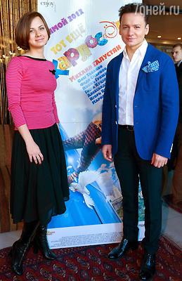 Актер Александр Олешко с подругой Викторией Минеевой