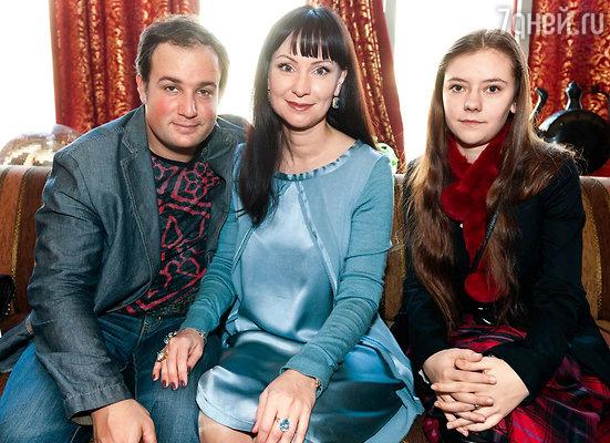 Нонна Гришаева с супругом Александром и дочерью Настей