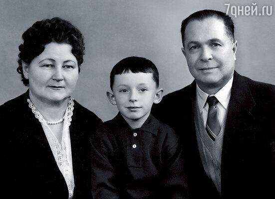 Мои любимые дедушка и бабушка — Николай Демьянович и Екатерина Васильевна Фатеевы