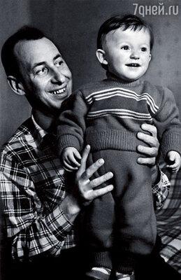С отцом — актером и режиссером Владимиром Басовым