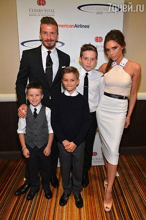 Виктория и Дэвид Бекхэм с сыновьями Бруклином, Ромео и Крузом