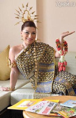 «В тайском наряде» — подписала телеведущая снимок в красочном сари