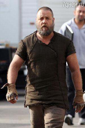 Рассел Кроу на съемках фильма «Ной»