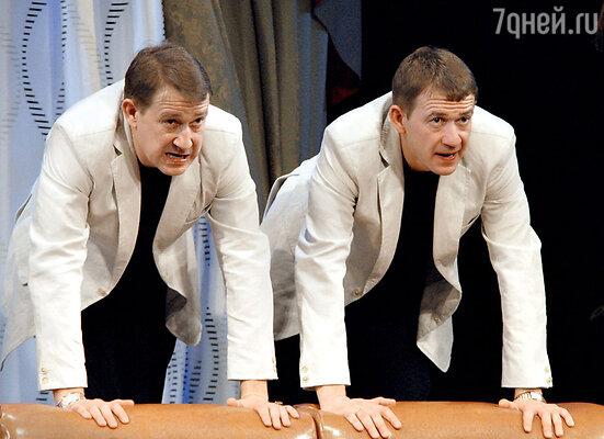 Валерия и Александра Пономаренко могут различить только их жены и дети