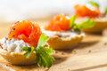 Тарталетки с красной рыбой: рецепт закуски