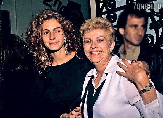Джулия обожает свою мать Бетти Лу