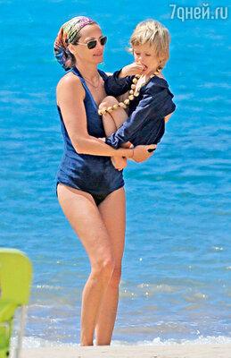 Джулия с сыном Генри наотдыхе на Гавайях. 2012 г.