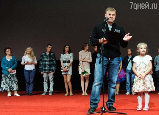 Михаил Пореченков и съемочная группа фильма