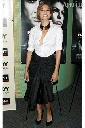 Ева Мендес в рубашке от Donna Karan и юбке от Carolina Herrera на премьере фильма «Bad Lieutenant» в 2009 году