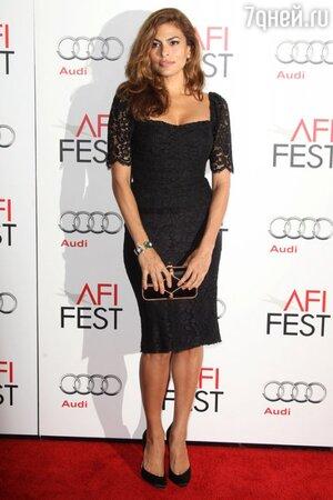 Ева Мендес в платье от Dolce&Gabbana и туфлях от Brian Atwood на фестивале AFI Fest в 2012 году