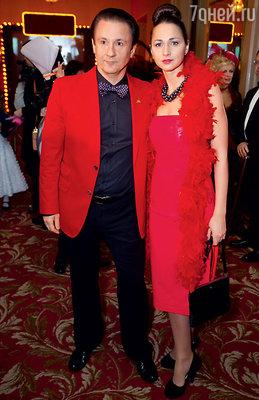 Олег Меньшиков с  женой Анастасией на балу. 2011 год