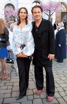 Олег Меньшиков с женой Анастасией на церемонии вручения премии имени Олега Янковского. 2012 год