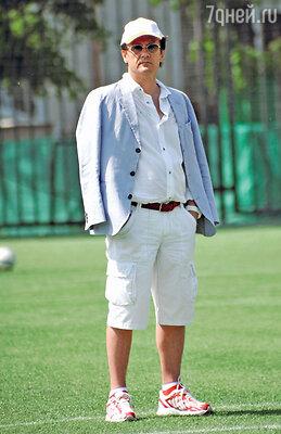 Олег Меньшиков на футбольном матче. 2011 год