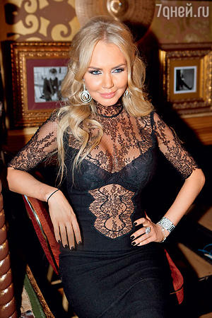 Маша Малиновская на праздновании дня рождения Анфисы Чеховой. 2012 г.