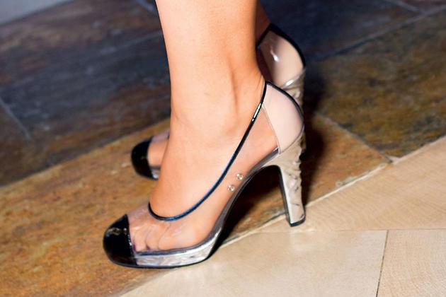 Прозрачные туфли — это тренд сезона