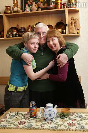 Олег Басилашвили с дочерью и внучкой