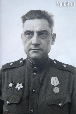 Отец — Валериан Ношреванович Басилашвили. 1945 г.