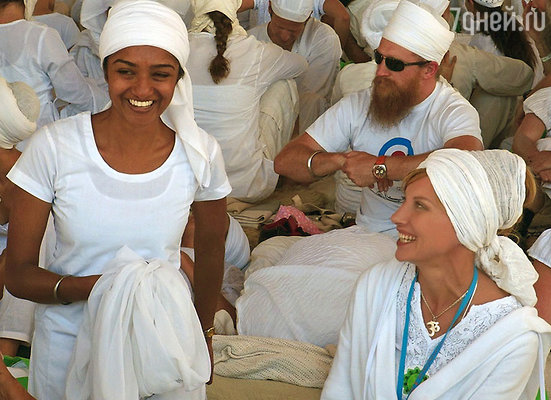 Ирина Нельсон справа. Тренинг Учителей по Кундалини Йоге. Штат Нью-Мексика, город Испаньола