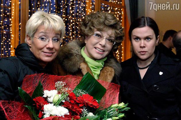Эдита Пьеха с дочерью Илоной Броневицкой и внучкой Эрикой