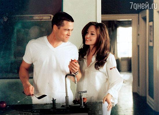 Брэд Питт и Анджелина Джоли в том самом фильме «Мистер и миссис Смит», который и разрушил брак Дженнифер
