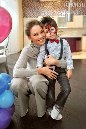 Полина Диброва со старшим сыном Сашей