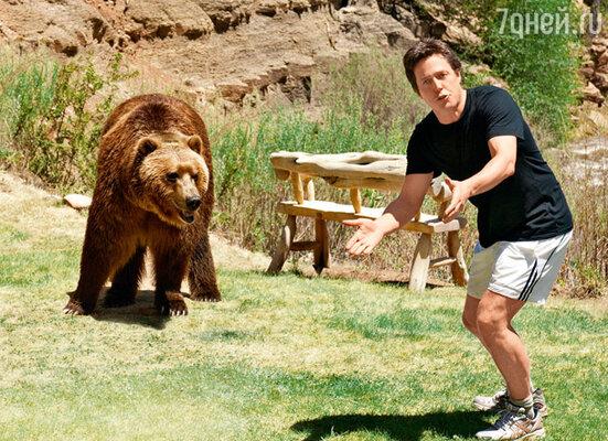 Медведь по имени Барт отказывался выходить из своего трейлера, пока не примет душ и не выпьет двадцать банок холодного чая