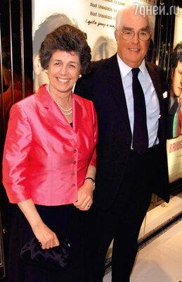 Родители Хью — Финвола и Джеймс Грант