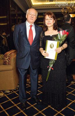 Марк Захаров с председателем оргкомитета премии Зейнаб Сеид-Заде