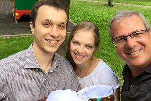Телеведущий Алексей Лысенков стал дедушкой