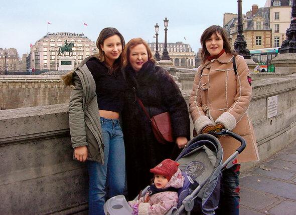 С Ирой и внучками Соней и Грушенькой