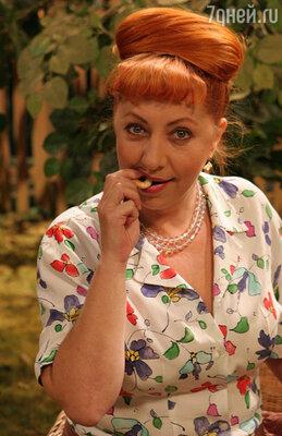 Эвелина Сакуро в роли Антонины Степановой. Сериал «Золотая теща»
