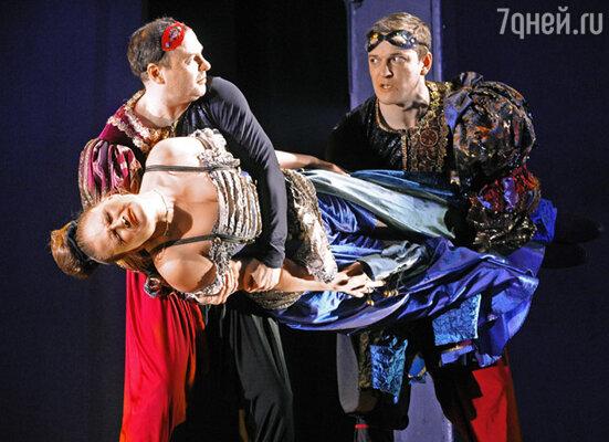 Спектакль «Бабьи сплетни» в постановке Александра Галиби в Театре им. К.С.Станиславского