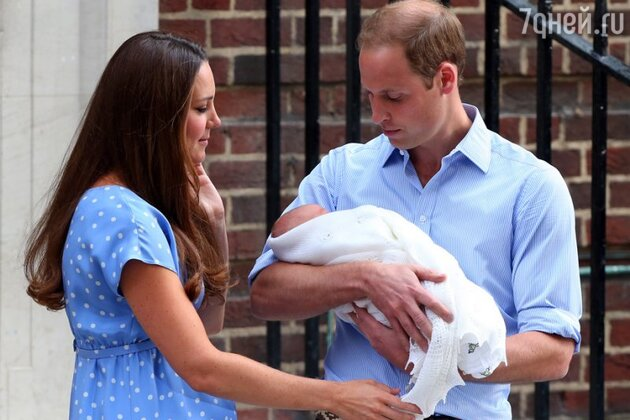 Кейт и Уильям с новорожденным Джорджем