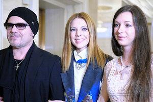 В торт лицом: сестра Подольской показала забавный снимок с дня рождения Преснякова
