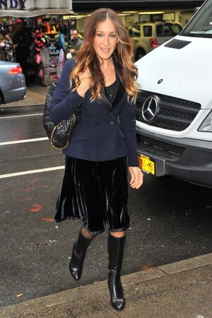 ���� �������� ������ � ������ �� Tracy Reese, ���� �� Yves Saint Laurent, � ������� �� Prada � ������ �� Chanel �� ������ Cosmo 100 Power Lunch � ���-����� 2013