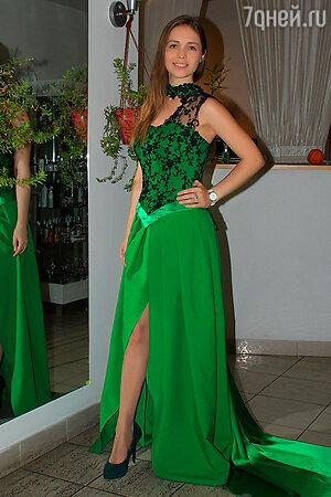 Анна Логвинова в платье от Zaza Amarov