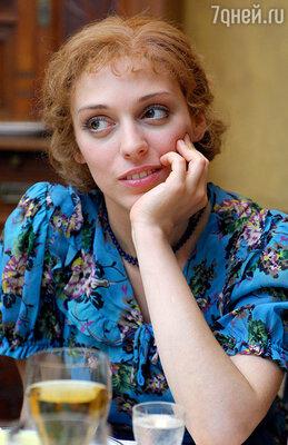 В роли Дины Ивановской. Сериал «Тяжелый песок»,  2008 г.